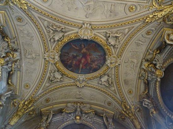 Museu do Louvre: Un des Splendides Plafonds du Louvre