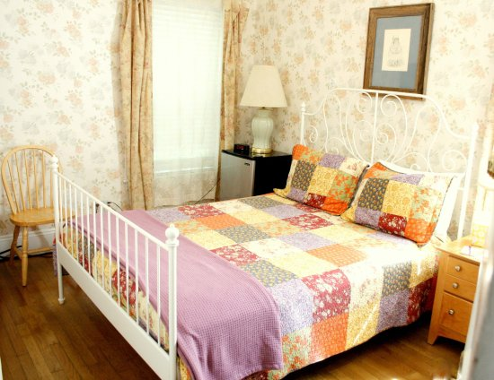Coolidge Corner Guest House: Bed & Bagel