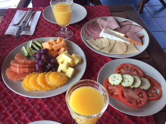 Shannas Cove Resort: Traditional breakfast spread. Delish!