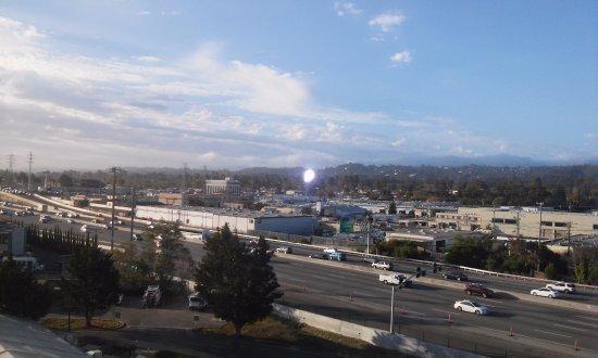Burlingame, CA: Vista de um quarto do terceiro andar