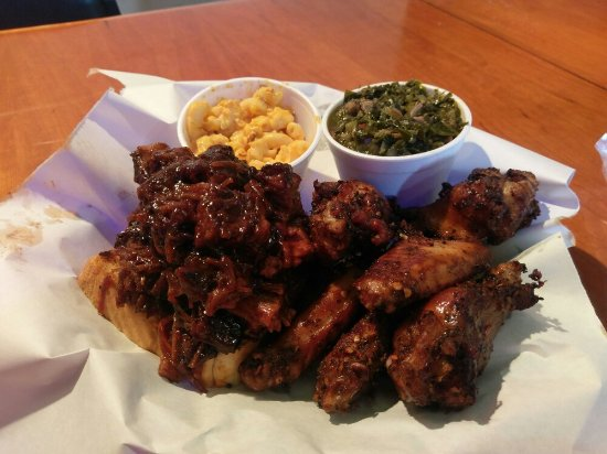 Auburn, Ιντιάνα: Burnt ends and Smoked wings with collard greens and mac and cheese! Delicious!!! 😋 😋 😋