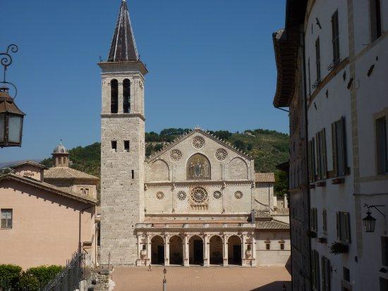 Spoleto, Italië: L'esterno della Cattedrale