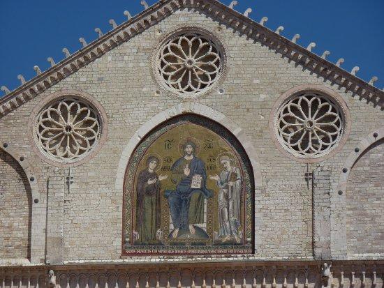 Spoleto, Italië: Il mosaico di Solsterno sulla facciata
