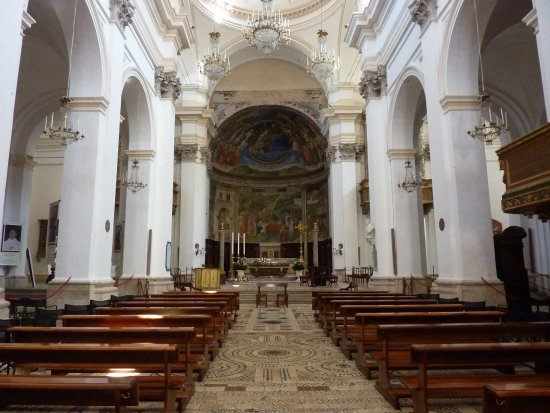 Spoleto, Italië: La navata centrale