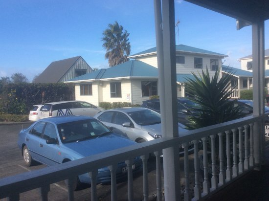 Matakana Motel: Outside our room, so convenient!