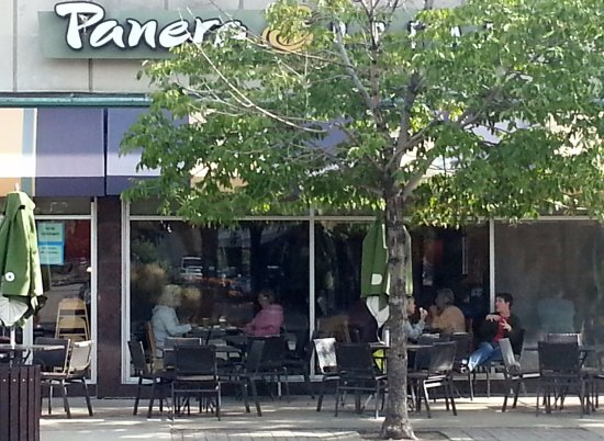 Park Ridge, IL: Entrance & outdoor seating for Panera Bread