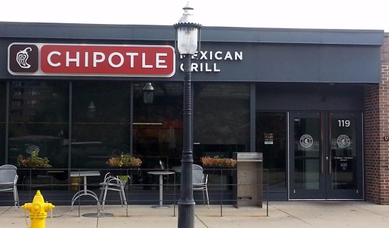 Park Ridge, IL: Entrance & outdoor seating for Chipotle Mexican Grill