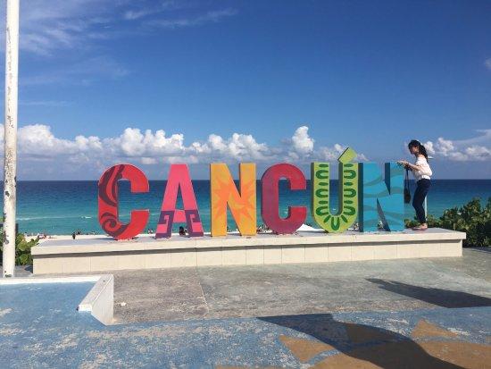 letrero de cancun en