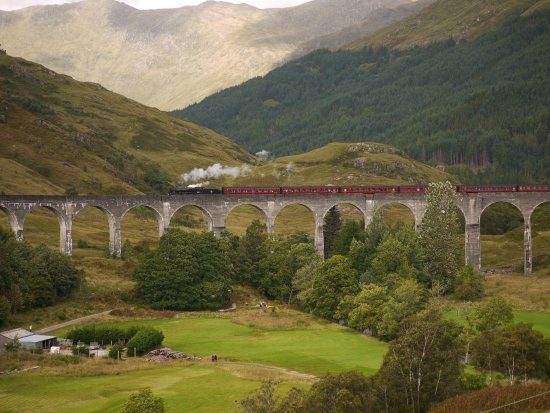 'Jacobite' a.k.a. 'Hogwart Express' crossing Glenfinnan viaduct