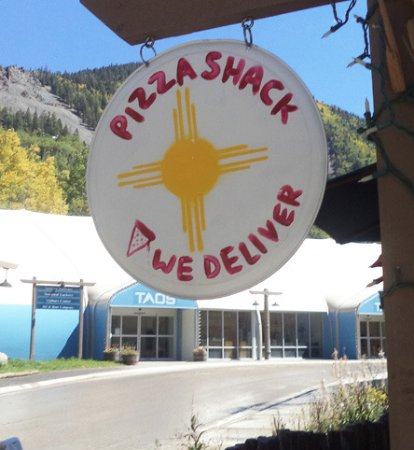 Taos Ski Valley, Nuevo Mexico: Look for the little sign.