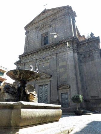 Vetralla, Italie : fontana e facciata
