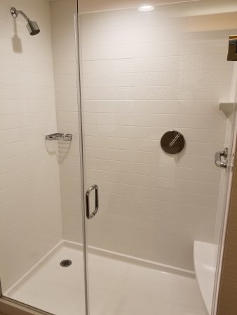 Tustin, CA: Clean, large shower