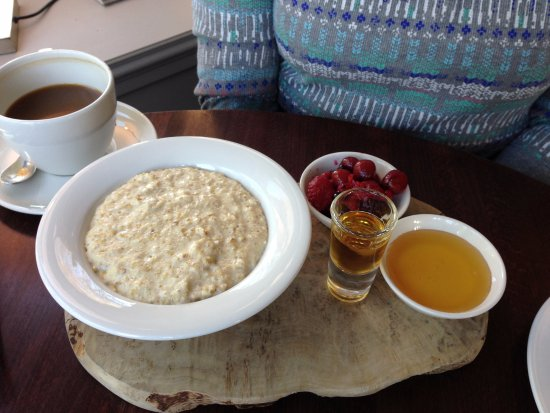 Grantown-on-Spey, UK: Breakfast porridge comes with a shot of single malt whiskey on the side!