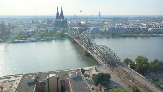 KölnTriangle: Cathédrale et pont ferroviare