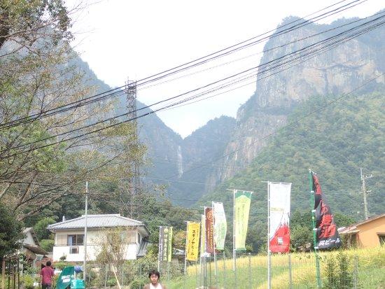 Nobeoka, Japón: 奇岩に覆われた行縢山。滝は圧巻です