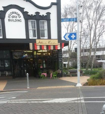 Pukekohe, Selandia Baru: Alberts Kitchen
