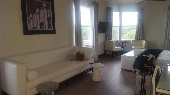 Room Mate Waldorf Towers: 20160924_171740_large.jpg