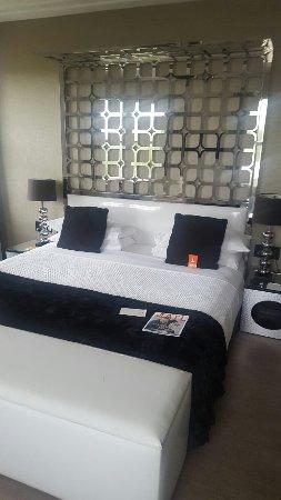 Room Mate Waldorf Towers: 20160924_171702_large.jpg