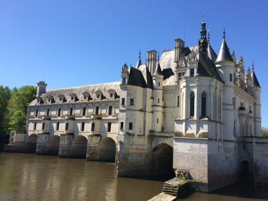 Château de Chenonceau : Vista do chateau a partir da margem do rio