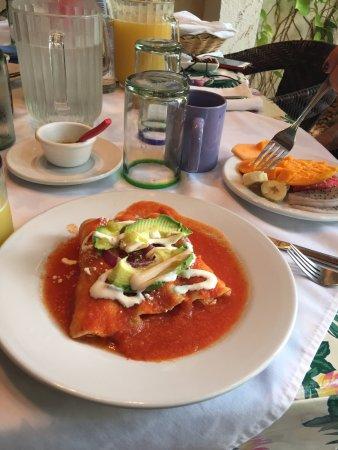 Casa Sirena Hotel: breakfast empenadas