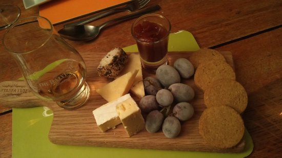 Forres, UK: Whisky and Cheese