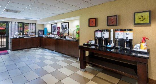 Hampton Inn Atlanta/Stone Mountain: Breakfast