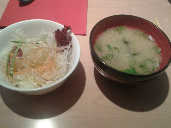 Salat und Suppe im Momotaro_large.jpg
