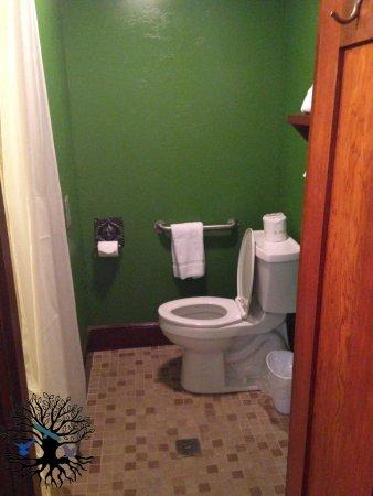 Butte, MT: Bathroom in Kelley Suite