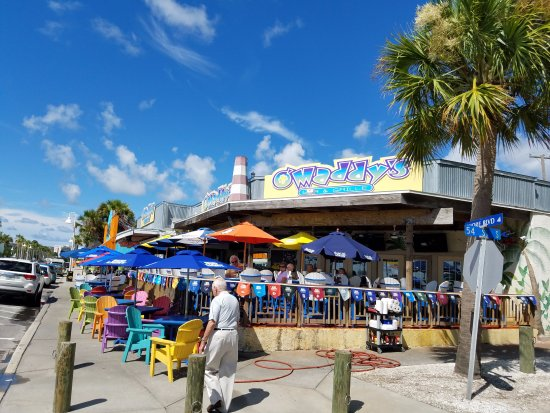 Gulfport, Φλόριντα: O'Maddy's on the corner across from water.