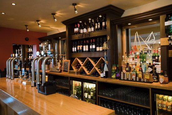 Seaview, UK: Contemporary and extensive bar selection with local Ale