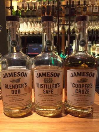 Cliff House Hotel: Selection of new Jameson whiskey in the bar