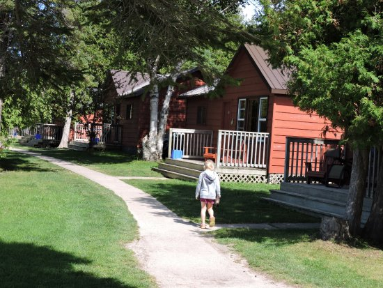 Bruce Peninsula, Canadá: Cottages with one, two or three bedroom cottages.  2 double beds or more , sitting room, 4pc. ba