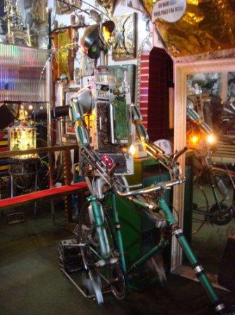 Disneylândia dos Robôs, em Serra Negra-SP, descontração e diversão garantidas.