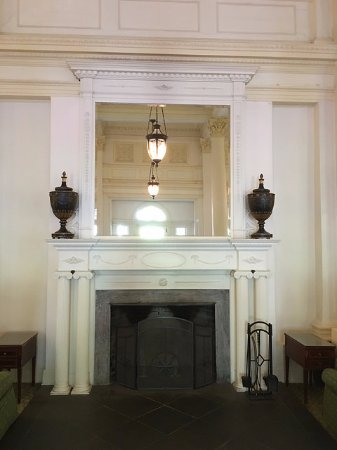 Hot Springs, VA: Lobby fireplace