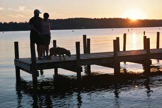 Spotsylvania, Вирджиния: Dock near swimming area at sunset