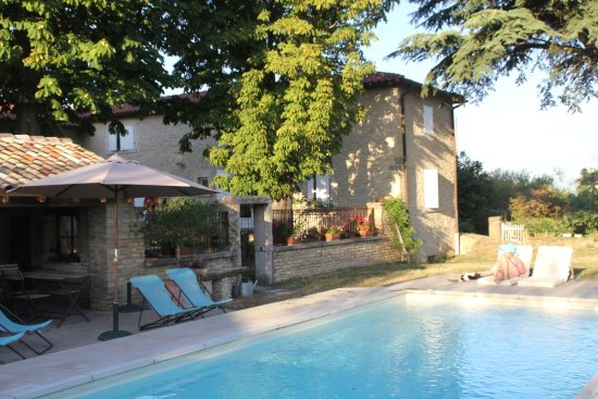 Pommiers, Francia: mooi zwembad om lekker te relaxen