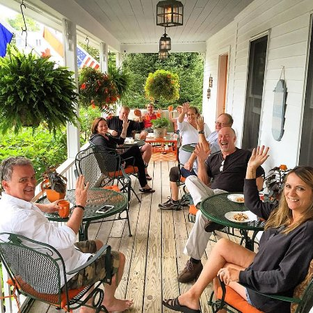 Bourne Bed & Breakfast: breakfast time on the front porch