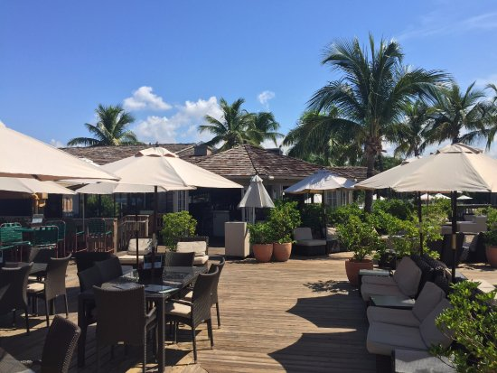 Beachcomber Beach Resort & Hotel: Great deck for lunch, dinner, or just hanging out enjoying a beverage