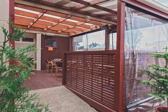 Westport, New Zealand: Outside Bar seating