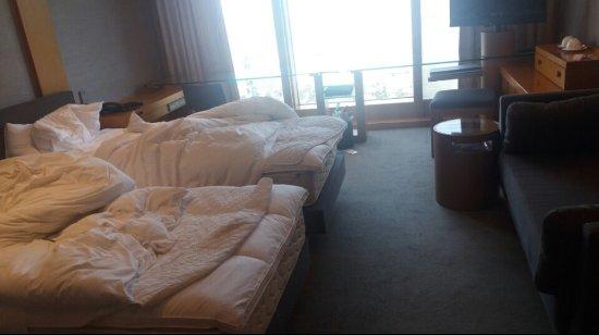 Grand Hyatt Seoul: Nice room but crowded