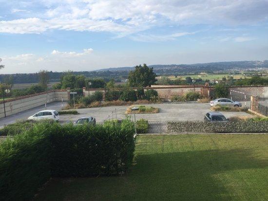 Cherasco, Italia: נוף מהחלון