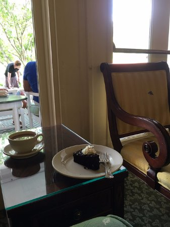 Hot Springs, VA: Tea and 250th Anniversary cake in the Great Hall