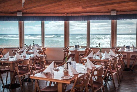 Eyrarbakki, Ισλανδία: enjoy a lovely sea view with your meal