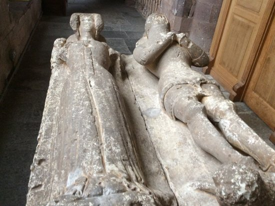 Crediton, UK : Ńice old tombs, read the history, very interesting .