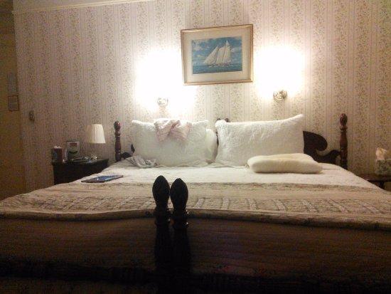 Linden Tree Inn: Das große Bett