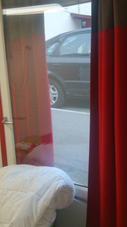 Hotel Chateaubriand : Vue imprenable sur les voitures du parking