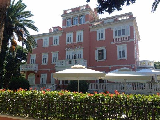 Hotel Zagreb: Una mansión refaccionada