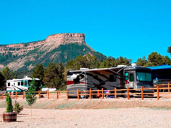 Mancos, CO: X-large RV parking