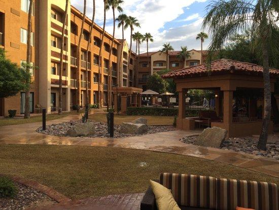 Courtyard by Marriott Phoenix Camelback Image