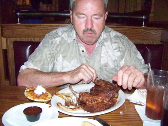 UNO Chicago Grill : The ribs are great!